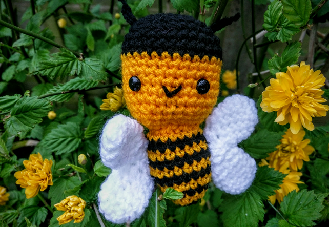 Barny the bright busy bumble bee