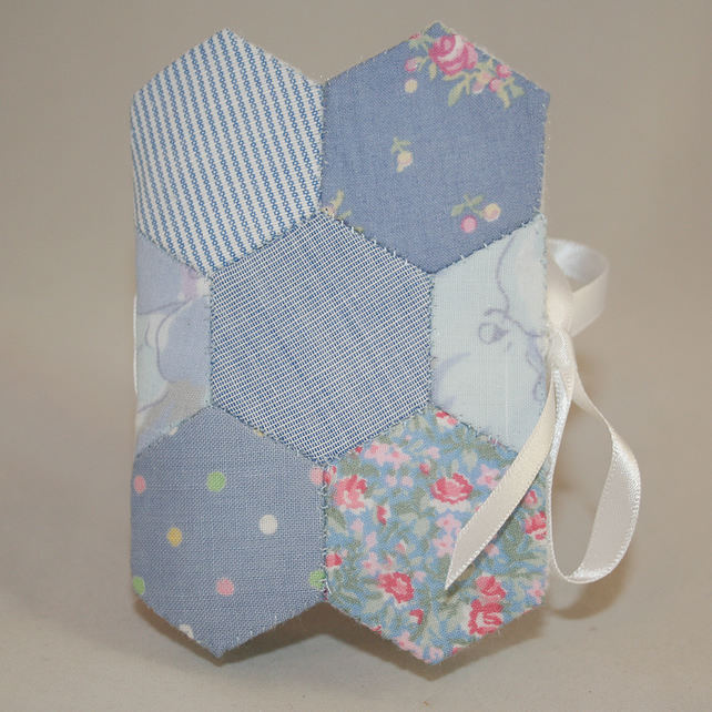 Hexagoal patchwork needle book