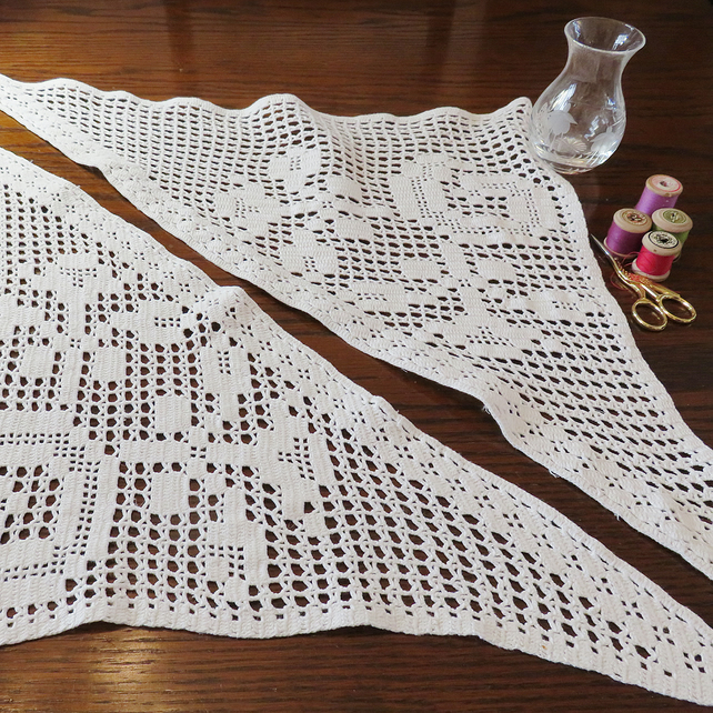 Vintage Crochet Lace Corner Panels with Roses