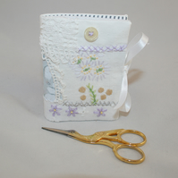 Patchwork needle book - Lilac details