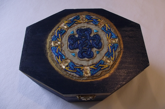 Celtic interlace box