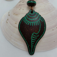 Buddhist Tibetan Conch Shell Necklace Hand Carved from Coconut Shell Malachite