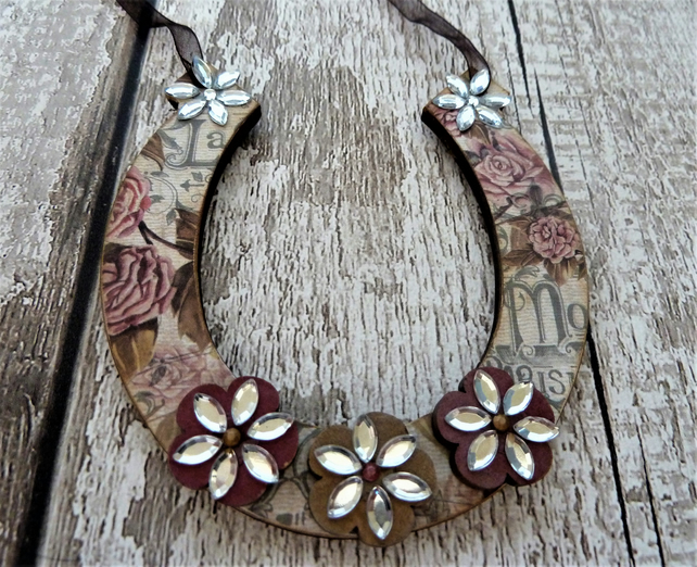 Lucky  Horseshoe....Vintage Floral