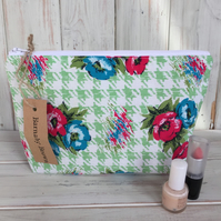Vintage Fabric Make Up Bag