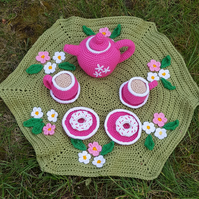 Crochet tes set and play mat