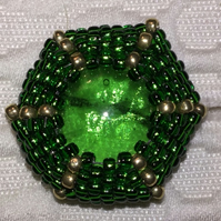 "Beaded button in green and gold - ""Abigail"""
