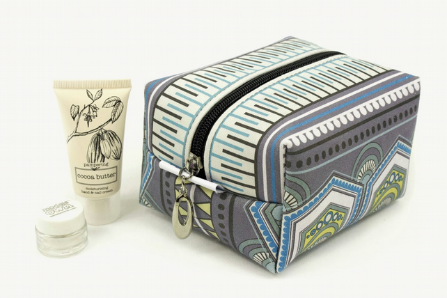 Medium Makeup Bag In Exclusive Punto Belle Designed Fabric 'Eco'