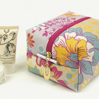 Medium Makeup Bag In Exclusive Punto Belle Designed Fabric 'Sunshine'
