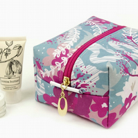 Medium Makeup Bag In Exclusive Punto Belle Designed Fabric 'Waves'