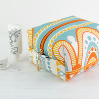 Medium Makeup Bag In Exclusive Punto Belle Designed Fabric 'Honey'