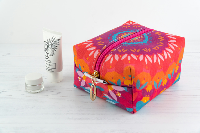 Medium Makeup Bag In Exclusive Punto Belle Designed Fabric 'Harmony'