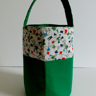 Green bucket style peg bag, laundry design, front pockets and quilted handle