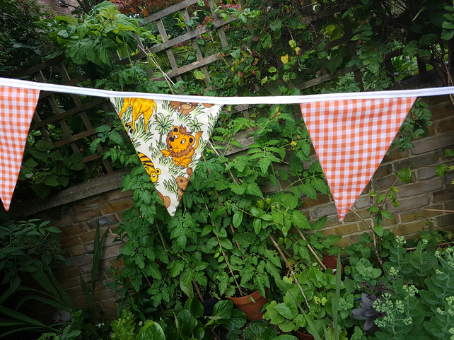 Cartoon Jungle animals bunting.