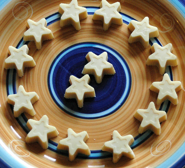 100g HAND MADE ORGANIC WHITE CHOCOLATE SHAPES! STARS x 14! DAIRY FREE! VEGAN!