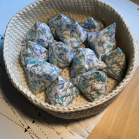 Pack of 12 blue floral cotton pattern weights