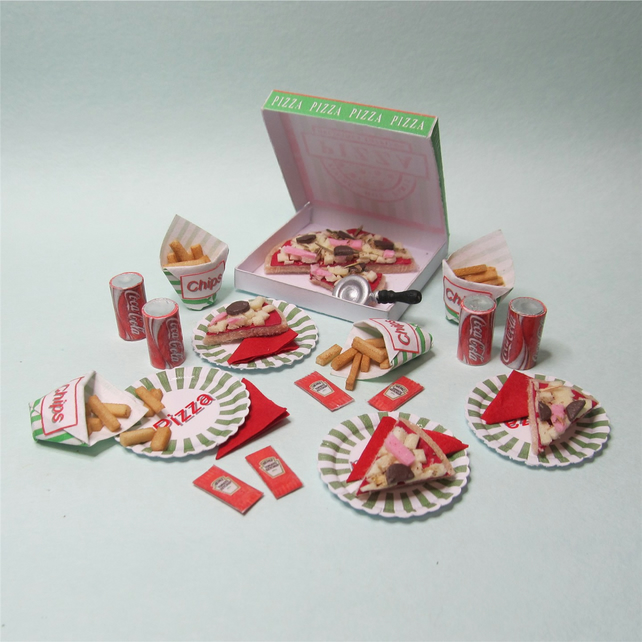 Dolls House 1:12th scale miniature pizza party takeaway set