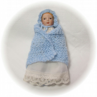 Dolls House 1:12th scale miniature baby shawl and bonnet, blue