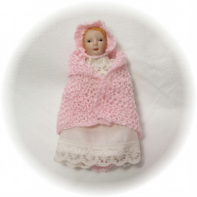 Dolls House 1:12th scale miniature baby shawl and bonnet, pink