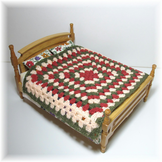 Dolls House 1:12th scale bedding. Crochet bedspread, blanket (c3)