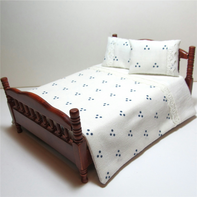 Dolls House 1:12th scale double bedding set (dd02)