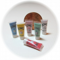 Dolls House 1:12th scale miniature set of 6 icing tubes PRICE REDUCED