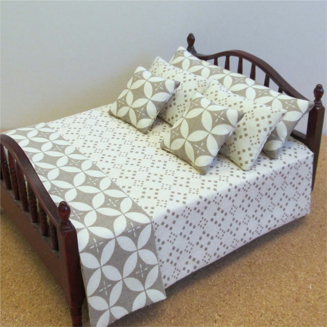 Dolls House 1:12th scale double bedding set (lb01)