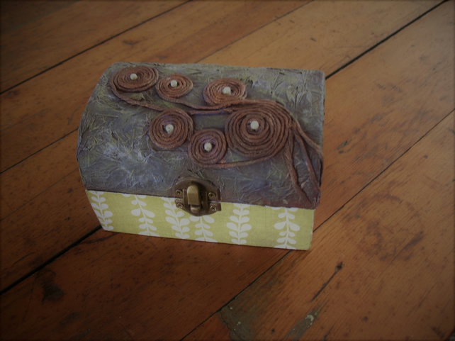 Decorative textured box
