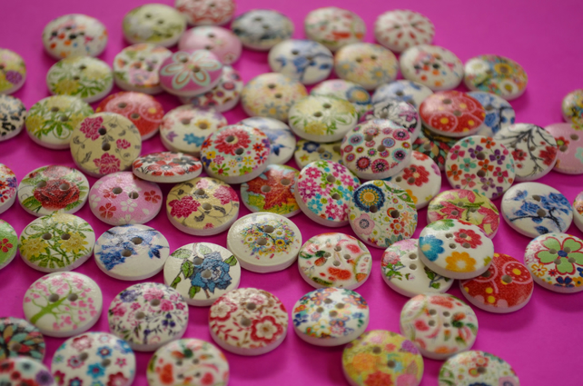 15mm Wooden Floral Buttons Random Mix Flowers (SF11)