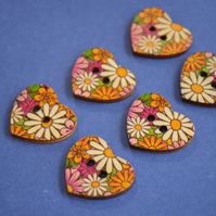 Wooden Heart Buttons Floral Retro Daisy 6pk 25x22mm (H13)