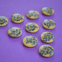 15mm Wooden Blue Floral Buttons Natural Wood 10pk Flowers (SNF3)