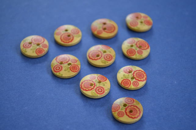 15mm Wooden Red Green Floral Buttons Natural Wood 10pk Flowers (SNF6)