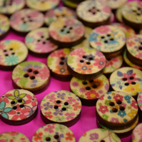 15mm Wooden Buttons Random Natural Mix 4 Hole Flowers (NFF2)