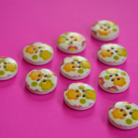 15mm Wooden Floral Buttons Yellow Green Orange Pink White 10pk Flowers (SF12)