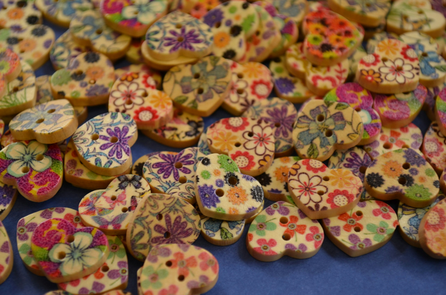 Small Natural Wooden Heart Buttons Floral Mixed Flowers 18x15mm (NH2)