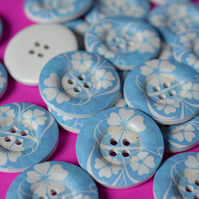 30mm Wooden Blue & White Floral Buttons 6pk Large Flower Button (RLG3)