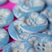 30mm Wooden Blue & White Floral Buttons Large Flower Button (RLG4)