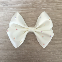 Gorgeous Ivory Scattered gem Hair Clip
