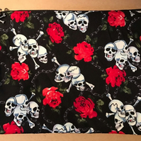 Make up bag with skulls and roses