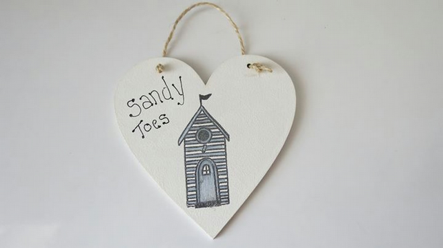 Hanging beach hut heart shaped plaque
