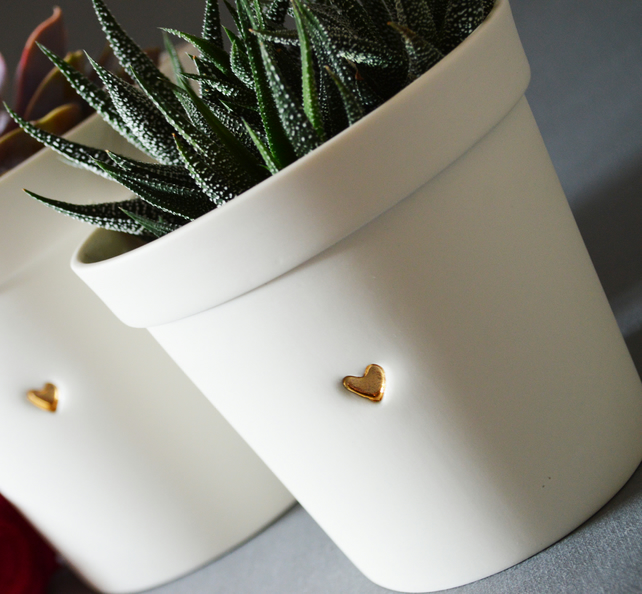(Small Size) Ceramic Planter Pot WITH drainage holes embossed with Gold Heart.