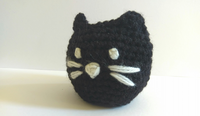 Crochet Cat Basket with cat face emboidered