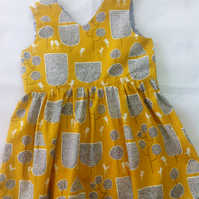 Tunic with cute yellow, white and black design age 3-4
