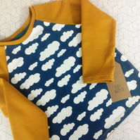 T-shirt with long sleeves in blue and ochre with clouds age 4-5