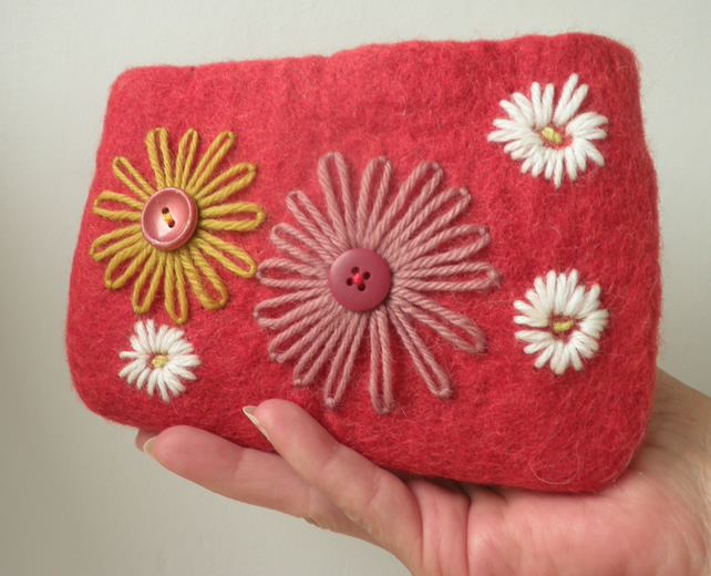 red felted and embroidered purse, daisy compact make up bag, flower coin purse