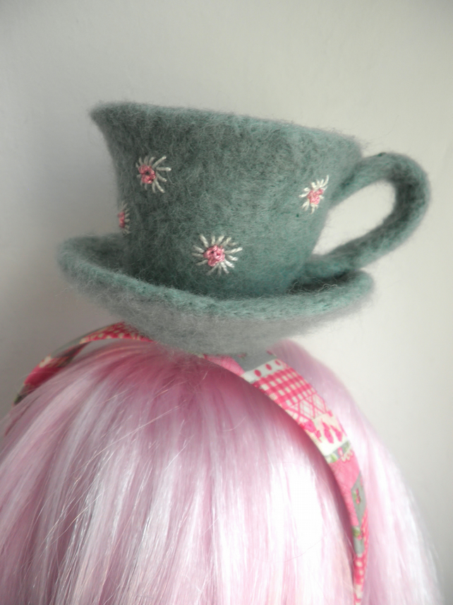 felted teacup alice band. green teaparty hair accessory, daisy teacup fascinator