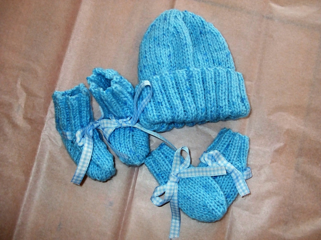 Blue Hat Bootee and mittens