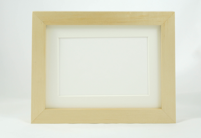 Museum Photo Frame in Maple