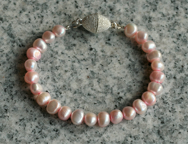 Pale pink freshwater pearl bracelet, silver-plated magnetic clasp