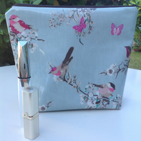Beautiful birds toiletries bag