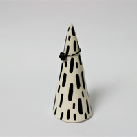 Ceramic monochrome ring cone
